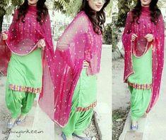 punjabi suit design Kurta Pajama Punjabi, Punjabi Dress, Punjabi Suits, Pakistani Dresses, Indian Dresses, Colorful Prom Dresses, Lovely Dresses, Simple Dresses, Punjabi Fashion