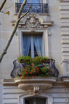 Paris and Beyond: 2014 - All About Balcony Paris Balcony, French Balcony, Balcony Design, Window Design, Classic Architecture, Architecture Details, Exterior Design, Interior And Exterior, Balcon Juliette