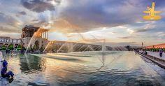 اینجا ایران است مجموعه میدان نقش جهان دومین اثر ثبت شده جهانی در ایران است که در اردیبهشت ه.ش. به عنوان میراث جهانی یونسکو به ثبت رسیده است. تاریخ برپایی این بنای باشکوه در سالهای 1000 تا 1006 هجری و به دستور شاه عباس صفوی بوده است. در مکان فعلی میدان سابقا باغی به همین نام بوده است. این میدان که از بزرگترین و زیباترین میادین جهان به شمار میرود مستطیل شکل و دارای ابعاد 507 متر در 158متر میباشد. نقش جهان آمیزهای از هنر صنعت مذهب و اقتصاد است. قرار گرفتن دو مسجد جامع (مسجد شاه) و شیخ لطف الله…