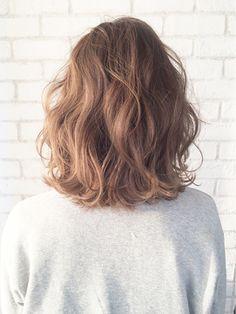 とろみ波ウェーブミディ_ba18115/ALBUM HARAJUKU【アルバム ハラジュク】をご紹介。2018年春夏の最新ヘアスタイルを300万点以上掲載!ミディアム、ショート、ボブなど豊富な条件でヘアスタイル・髪型・アレンジをチェック。