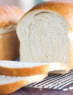 This is a classic white bread recipe, and so easy! The loaves bake up incredibly… This is a classic white bread recipe, and so easy! The loaves bake up incredibly tall, soft and fluffy… the perfect white bread! Croissants, Bread Baking, Bread Food, I Foods, Soft Foods, Cooking Recipes, Cooking Rice, Cooking Ham, Cooking Turkey