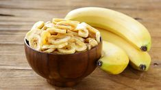 Homemade Banana Chips: This Crunchy Snack Is Healthy & Gluten Free! Homemade Banana Chips, Banana Uses, Dried Bananas, Gluten Free Snacks, Dried Fruit, Diet And Nutrition, Baking Ingredients, Food Hacks