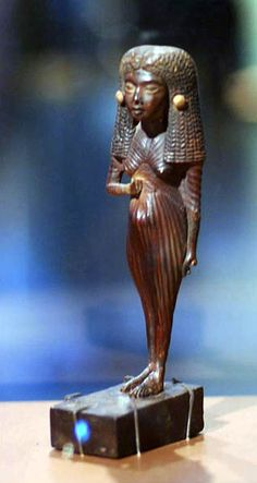 Gilded Wooden statuette of Lady Mi, Wood, Dynasty, reign of Amenhotep III from Medinet Gurob. Ancient Egypt Art, Ancient Artifacts, Ancient History, Egyptian Home Decor, Egyptian Art, Kemet Egypt, Amenhotep Iii, Black History Facts, Science Art
