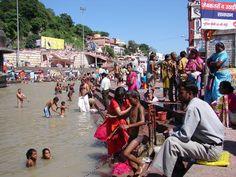 #magiaswiat #Haridwar #podróż #wakacje #zwiedzanie # indie #blog #ghaty #ganges #rzeka Haridwar, Times Square, Indie, Street View, Blog, Blogging