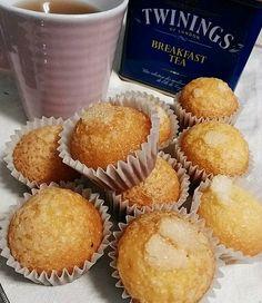 Mini madeleines à la fleur d'oranger / La cuisine de Rosa Mini Madeleines, Breakfast Tea, Menu, Muffin, Cake, Food, Orange Blossom, Flowers, Greedy People