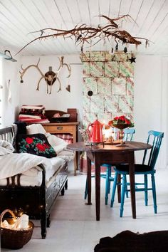 A bit busy, I know, but I do like the layout, especially the little round table. Decorating Blogs, Interior Decorating, Interior Design, Decoracion Vintage Chic, Cosy Corner, Bohemian House, Piece A Vivre, Beautiful Kitchens, My Dream Home