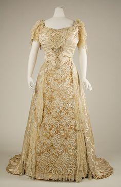 1895 wedding dress by American dressmaker Laracy. This dress has beautiful detail work.