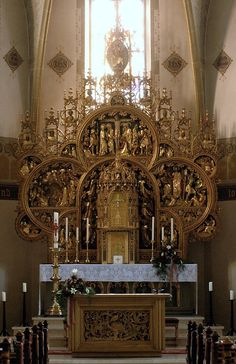 High Altar of Saint John the Baptist Catholic church, Riemsloh, Osnabruck, Germany. This Altar, contrary to appearances, was only built in 1908— when the church was undergoing restoration— by a certain Heinrich Seling of Osnabruck.
