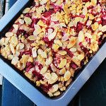 A great Rhubarb Crumble Cake that combines the sweet tartness of rhubarb and the rich earthiness of almonds. Super easy to make too - just mix in one bowl. Rhubarb Crumble Cake, Limoncello Cake, Citrus Cake, Cake Recipes, Delish, Treats, Vegetables, Healthy, Sweet