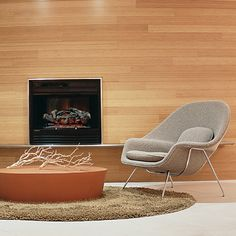 Eero Saarinen designed the Womb Chair at Florence Knoll's request. The groundbreaking design provides a comforting sense of security - hence the name. Eero Saarinen, Knoll Chairs, Room Chairs, Stone Coffee Table, Womb Chair, Condo Furniture, Office Furniture, Furniture Ideas, Furniture Design