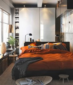 small bedroom interiors-like the way they did the furniture on the side
