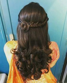 Bridal Braids On Indian Brides That We Are Loving Currently! - Aki Patricia - Bridal Braids On Indian Brides That We Are Loving Currently! Bridal Braids On Indian Brides That We Are Loving Currently! Open Hairstyles, Wedding Hairstyles For Long Hair, Indian Hairstyles, Hairstyles Haircuts, Braided Hairstyles, Short Hair, Hairstyle For Indian Wedding, Saree Hairstyles, Updo Hairstyle