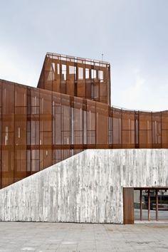 Concrete + Corten steel.  OKE | aq4 arquitectura