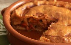 Read the Spanish empanada pork pie recipe. La Tienda offers the best of Spain shipped direct to your home - fine Spanish foods, cookware and more. Spanish Pork, Spanish Tapas, Pork Pie Recipe, Serrano Ham, Spanish Cuisine, Spanish Recipes, Latin American Food, Tapas Bar, Looks Yummy