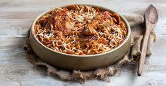 Γιουβέτσι κοτόπουλο από την Αργυρώ Μπαρμπαρίγου | Αυτό το λαχταριστό και σπυρωτό γιουβετσάκι, είναι από τα φαγητά που δεν τα βαριέσαι ποτέ. Φτιάξτε το! Orzo Recipes, Greek Recipes, Turkey Recipes, Cooking Recipes, Healthy Recipes, Food Categories, How To Cook Chicken, Food For Thought, Meal Planning