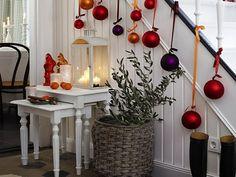 ideas para decorar escaleras esferas