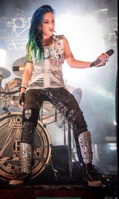 t kan dus wel Ladies Of Metal, Metal Girl, Female Guitarist, Female Singers, Heavy Metal Art, Black Metal, Beautiful Curves, Most Beautiful Women, The Agonist
