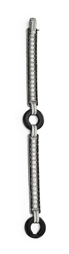 AN ART DECO DIAMOND AND ONYX BRACELET mounted in platinum, circa 1925,