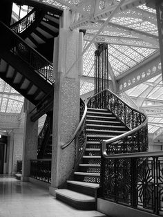 Beautiful stairs & iron details, architecture