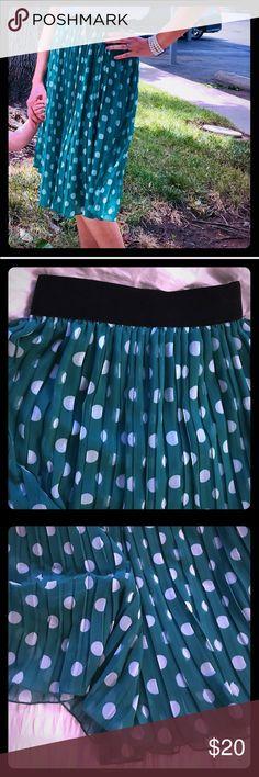 Super Beatiful Polka Dot Skirt Excellent pre-loved condition Forever 21 Skirts Midi