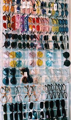 cute sunglasses VSCO looks-good-on-you Images VSCO Room Ideas Images looksgoodonyou vsco Sunglasses For Your Face Shape, Cat Eye Sunglasses, Sunglasses Women, Vintage Sunglasses, Blue Sunglasses, Sunglasses Storage, Mirrored Sunglasses, Cute Jewelry, Jewelry Accessories