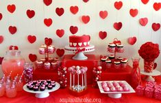 55 Fabulous Valentine Party Decoration Ideas For Your Inspiration - A couple of weeks ago I went to an intimate dinner party and thought the presentation would be great for a Valentine Day dinner. These Valentine's dec. Valentines Day Food, What Is Valentine, Valentine Treats, Valentines Day Decorations, Valentine Day Crafts, Valentine Party, Easter Crafts, Valentinstag Party, Desserts Valentinstag