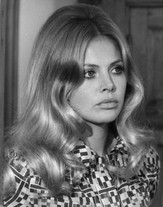 50 years of Bond girls Britt Ekland Retro Hairstyles, Wedding Hairstyles, Hair Inspo, Hair Inspiration, Fitness Queen, Inspo Cheveux, James Bond Girls, Britt Ekland, 1960s Hair