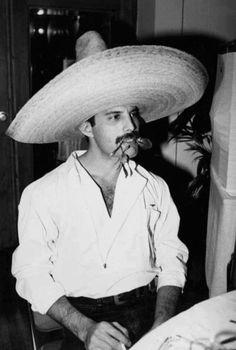 Su sombrero bien mexicano