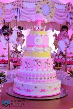Todo em Candy Colors, essa bela festa ficou com um ar romântico. Também não era pra menos, o tema Carrossel é um dos queridinhos pra quem go...