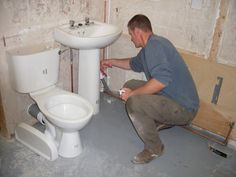http://www.uktradestraining.co.uk/  Professional Fast Track Trade courses in Tiling, Plastering, Plumbing, Decorating, Joinery, Photography ...
