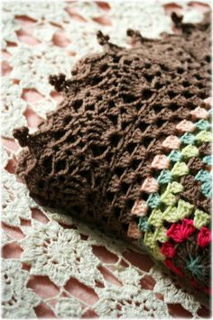 Coco Rose Diaries - crochet border . OMG I love this border!! She has a link to the free pattern!!!