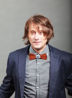 The great romanian actor Marius Manole is wearing Don Papillon wood bow ties, a versatile clothing accessories that gives you fresh looks. Bow Ties, Clothing Accessories, Bows, Actors, Fresh, Celebrities, How To Wear, Clothes, Fashion