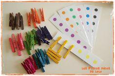 jeu à fabriquer2 Ce jeu de motricité fine permet de faire travailler le pouce et l'index pour préparer les enfants à tenir l'outil scripteur. J'associe les pinces à linge à l'image de la bouche du crocodile qui s'ouvre pour croquer les petits doigts ( les enfants accrochent alors une pince à chacun des doigts de la main ) ou croquer des fleurs ! ( planches réalisées avec du carton et des gommettes fleurs, le tout est ensuite plastifié )