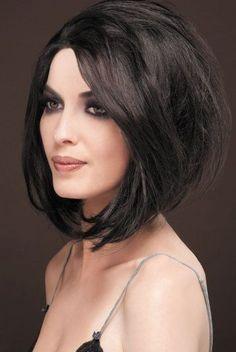 Większość Polek nosi nie krótkie, ani długie włosy, lecz właśnie średnie fryzurki.