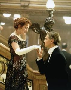 Pictures from James Cameron-directed film Titanic starring Leonardo DiCaprio & Kate Winslet 73362 Titanic Kate Winslet, Kate Winslet And Leonardo, Leonardo Dicaprio Kate Winslet, Love Movie, Movie Tv, Cute Movie Scenes, Scenes From Movies, Famous Movie Scenes, Perfect Movie