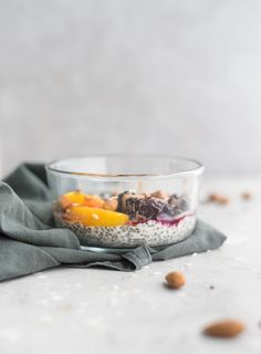 To make these, mix 2 tbsp of chia seeds with 1 tbsp of shredded coconut. Add a little water until it's a pudding consistency then let it sit for 10 minutes up to overnight. Top with fruit, nuts, seeds and nut butter. Chia Pudding Breakfast, Coconut Chia Pudding, Toasted Coconut, Breakfast Bowls, Vegan Breakfast, Shredded Coconut, Breakfast Ideas, Breakfast Recipes, Food Network Recipes