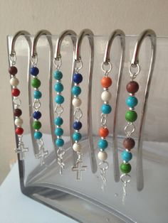 Beaded Bookmark (Inspiration only) Diy Bookmarks, Beaded Bookmarks, Bible Bookmark, Catholic Crafts, Craft Fair Displays, Diy Jewelry Tutorials, Book Markers, Beaded Crafts, Beads And Wire