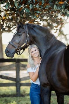 Hi I am Nicole, 19 (single) and am a freshman in college. I have two horses. And am hoping to be a vet, but for now show jumping and dressage is my passion. Cute Horse Pictures, Horse Senior Pictures, Horse Photos, Senior Pics, Horse Girl Photography, Equine Photography, Animal Photography, Photography Poses, Cute Horses