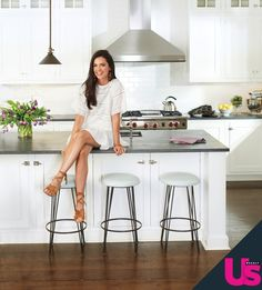 """Katie Lee, cookbook author and TV host, invites Us Weekly into """"the heart"""" of her Hamptons home and shares the recipe for her nectarine and cream-cheese French toast sandwich Hamptons Decor, Hamptons House, The Hamptons, Coastal Bedding, Coastal Decor, Beautiful Houses Interior, Beautiful Homes, French Toast Sandwich, Katie Lee"""