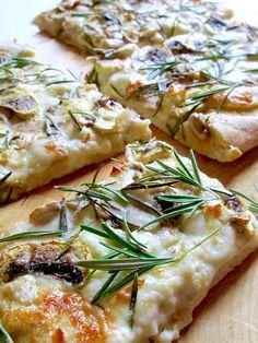 Pizza Bianca con Funghi e Taleggio