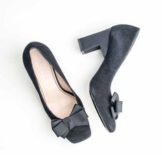 Funky high heels, New high end shoe brand launching, real shoe love since. High End Shoes, High Heels, Material Girls, Shoe Brands, Product Launch, Flats, Fashion, Loafers & Slip Ons, Moda