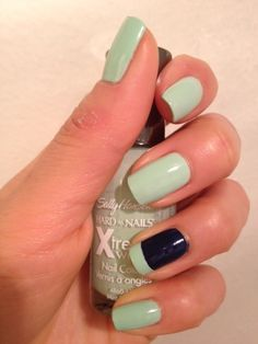 Mint Sorbet with Blue Splendor, nice accent nail. This is a different shade of mint from the ones I own. Ill have to pick it up! :)