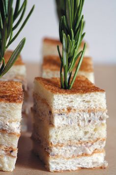Club-Sandwich a la Sardine (via Arts & Gastronomie) Finger Sandwiches, Tea Sandwiches, Cuisine Diverse, Brunch, Party Finger Foods, Food Presentation, Afternoon Tea, Street Food, Love Food