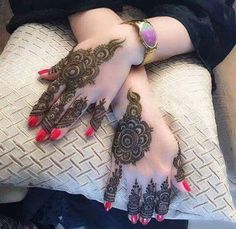 Special Mehndi Design for Winter Weddings