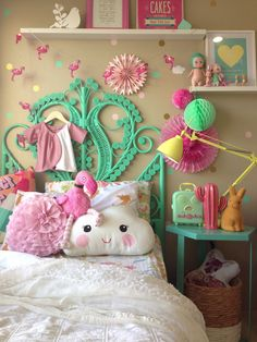 Today Kids Bedroom Ideas brings you 10 teen bedroom decor ideas that are great for any style and helps to keep the space tidy. Bedroom For Girls Kids, Cool Teen Bedrooms, Little Girl Rooms, Kids Room, Trendy Bedroom, Home Bedroom, Bedroom Decor, Bedroom Ideas, Bedroom Suites