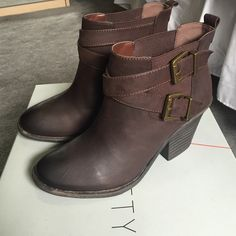 "Women's Sole Society booties Sole Society ""SO-MARIS"" booties. Leather/dark brown. Brand new never worn. No trades. Original box included Sole Society Shoes Ankle Boots & Booties"