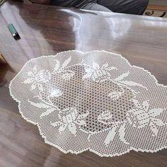Crochet Doilies, Crochet Lace, Crochet Designs, Crochet Patterns, Filet Crochet Charts, Fillet Crochet, Crochet Decoration, Smocking, Embroidery Designs