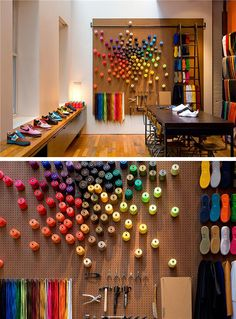 Peg wall to display color and map/location of where they cotton comes from? Boutique Interior, Retail Interior Design, Retail Store Design, Design Shop, Wall Design, Window Display Design, Fashion Window Display, Shoe Display, Peg Wall