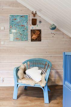 rattan chair, lastenhuone, kidsroom, blue kids room, scandinavian kidsroom,