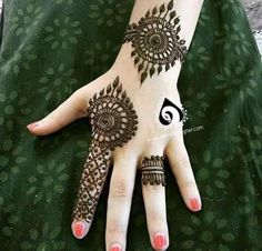 Beautiful Mehndi Design - Browse thousand of beautiful mehndi desings for your hands and feet. Here you will be find best mehndi design for every place and occastion. Quickly save your favorite Mehendi design images and pictures on the HappyShappy app. Henna Hand Designs, Mehndi Designs Finger, Mehndi Designs For Beginners, Mehndi Designs For Fingers, Unique Mehndi Designs, Mehndi Design Pictures, Beautiful Mehndi Design, Arabic Mehndi Designs, Henna Tattoo Designs